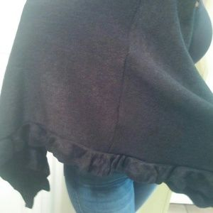 Can Heusen Black Acrylic Sweater Cape